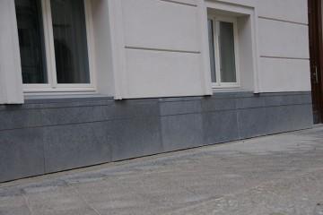 Natursteinsockel Seydelstraße Berlin 2